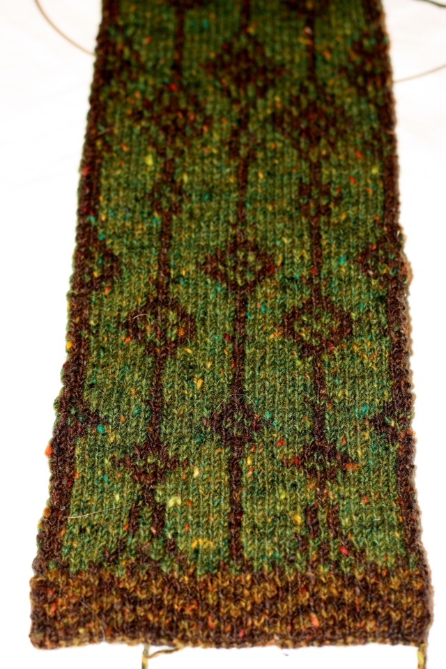 Working the light side - double knit scarf.