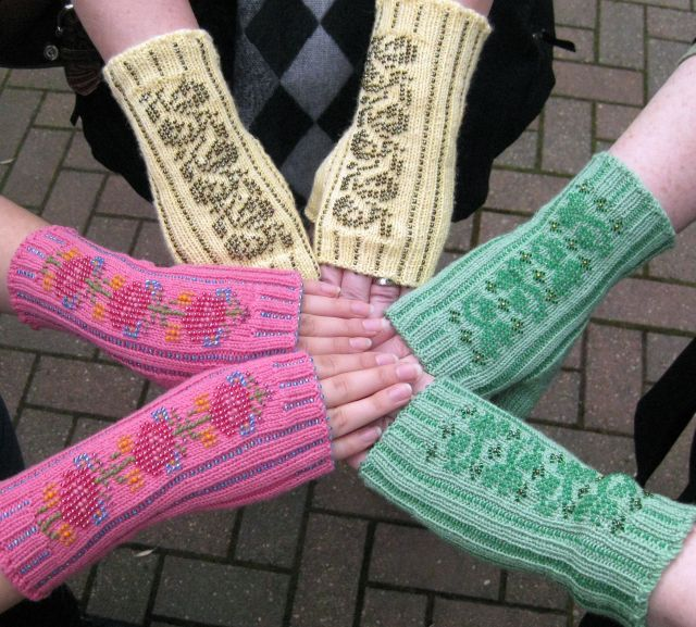 Fretwork Bead Knit Mittens.
